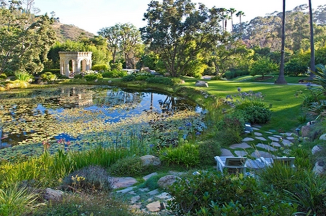 A tour of these amazing celeb gardens will leave you green with envy ...