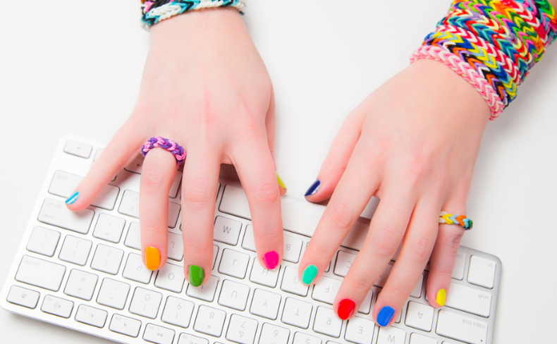 No need to paint your nails with this app | SHEmazing!