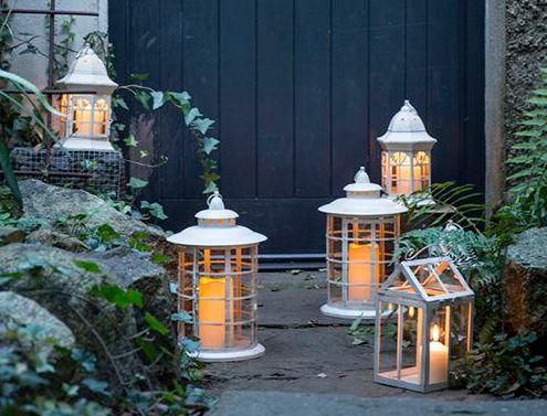 finally if youd like to give your home a vintage feel this christmas place a mix and match collection of lanterns around your living room - Woodies Christmas Decorations