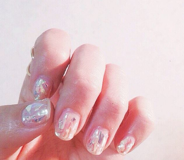 Shattered glass nails are a thing now and we are already in LOVE ...