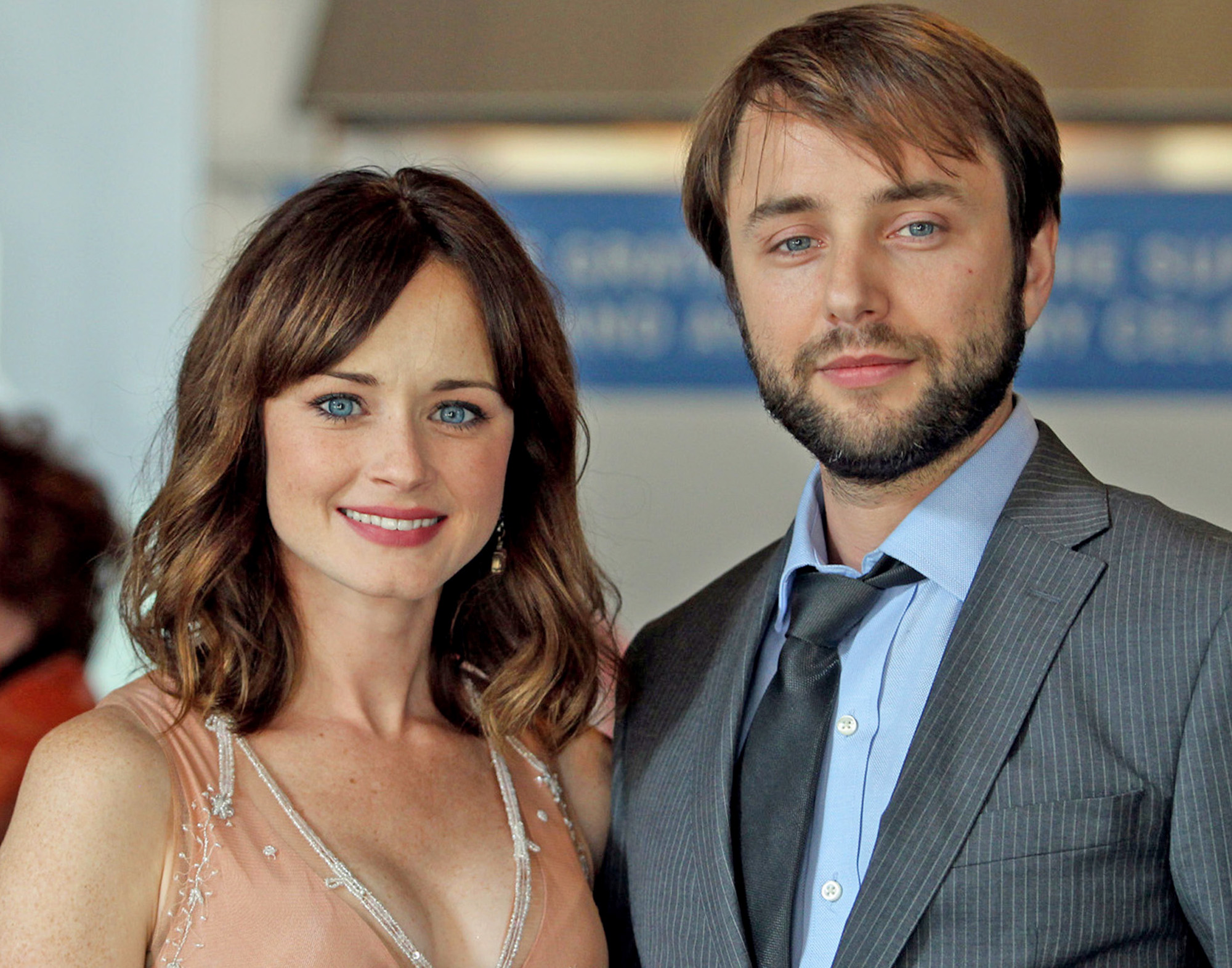 Alexis bledel dating mad men costar vincent kartheiser