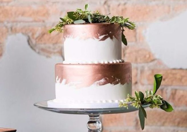 rose gold leaf wedding cake so pretty 10 gold wedding cakes we absolutely adore 19278