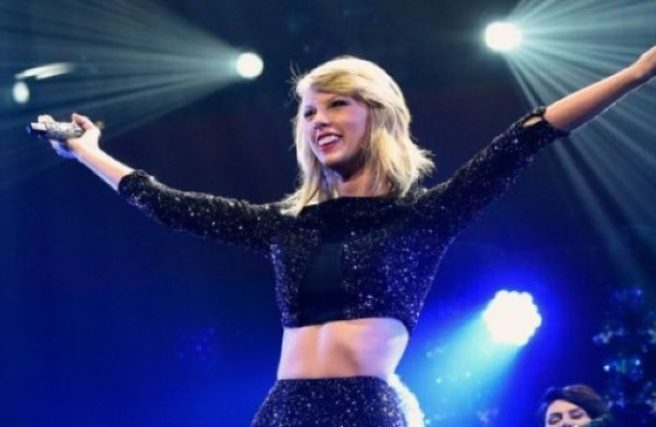 Taylor Swift 'third wheel' as fans get engaged during meet-and-greet