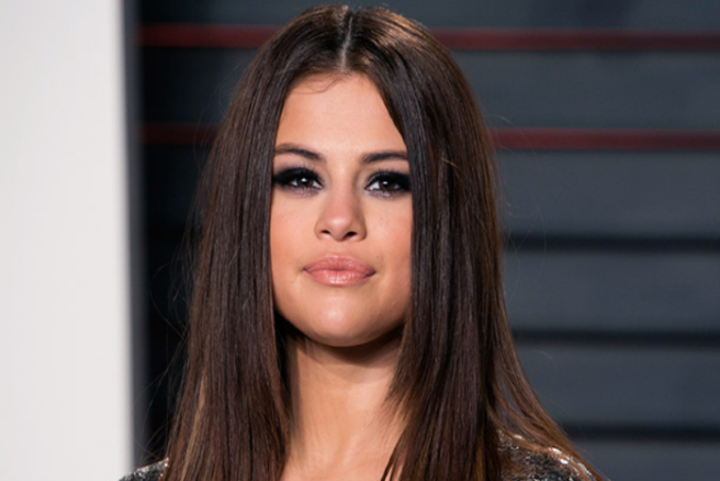 Selena Gomez emerges with friends after rehab, hospitalization
