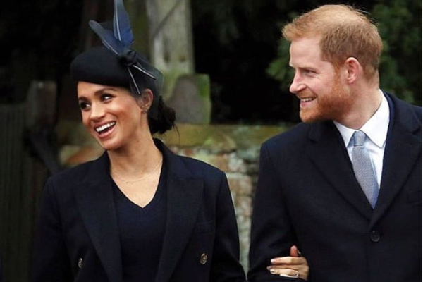 Meghan Markle shows off her growing baby bump